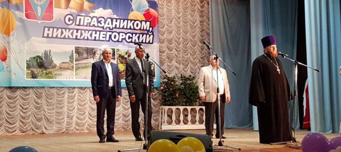 Благочинный Нижнегорского округа поздравил земляков с Днём поселка