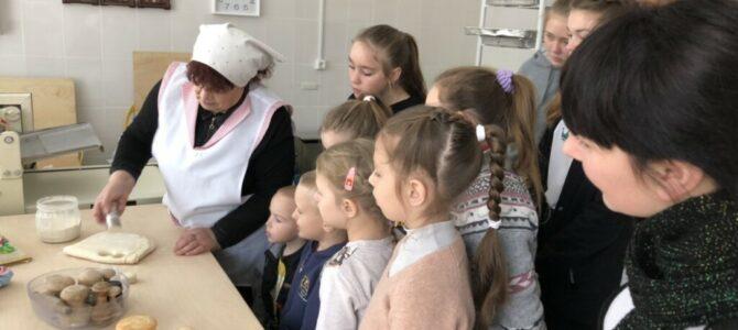 Экскурсия воскресной школы в просфорный цех Свято-Андреевского храма с. Восход