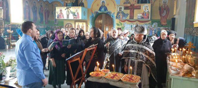 Божественная литургия и освящение колива в Свято-Иверском храме п. Нижнегорского