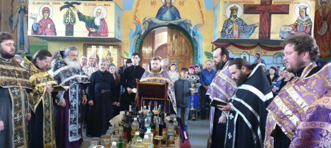 Духовенство Нижнегорского округа приступило к Таинству соборования