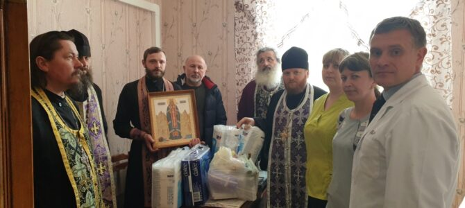 Духовенство Нижнегорского благочиния побывало в районной больнице