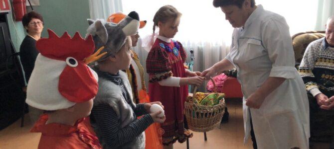 """Детишки из воскресной школы поздравили с Пасхой подопечных """"Восхода"""""""