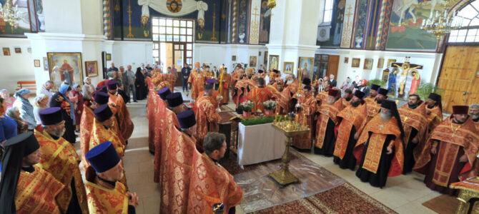 Пасхальное вечернее богослужение в Покровском кафедральном соборе