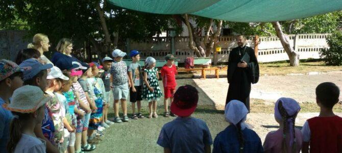 Настоятель храма посетил детский пришкольный лагерь в с. Михайловка