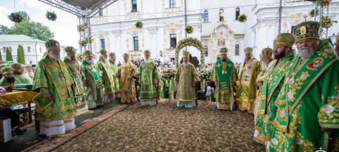 Тысячи православных верующих вместе с Предстоятелем УПЦ молитвенно отметили день его Ангела