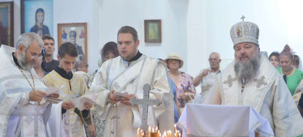 Богослужение в Троицкую родительскую субботу