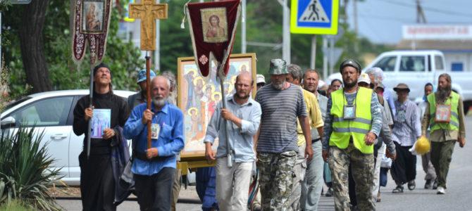 """Крестный ход """"Обнимая Крым молитвою"""" прошел через г. Джанкой"""