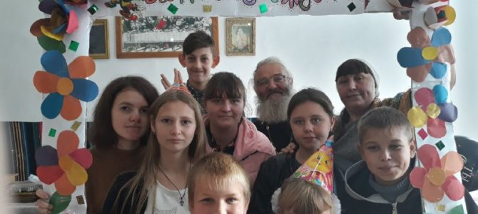 7 исполнилось воскресной школе при храме новомучеников Крымских с. Чернозёмного