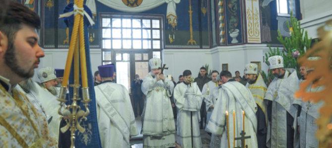 Вечерня с акафистом Рождеству Христову в Покровском кафедральном соборе