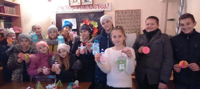 Детишки украсили родной храм к Рождеству