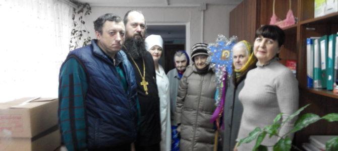 """Священник посетил отделение """"Берегиня"""" для пожилых людей и инвалидов"""