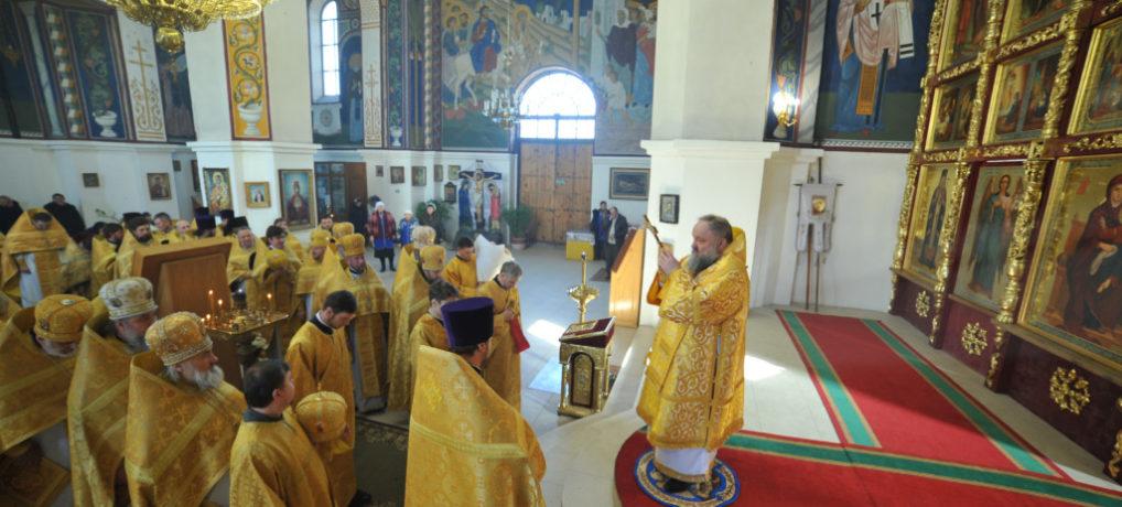 Божественная литургия в день памяти св. мч. Трифона в Покровском кафедральном соборе