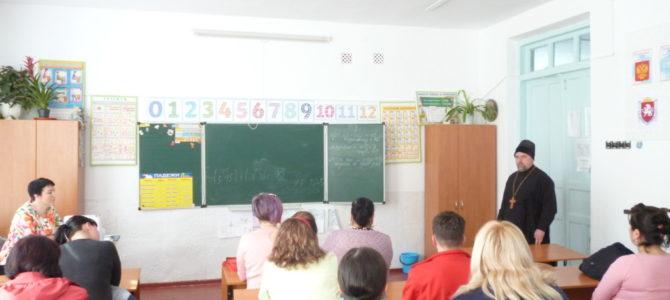 Священник посетил родительское собрание по выбору модуля ОРКСЭ