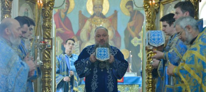 Божественная литургия в праздник Сретения Господня в Спасо-Преображенском кафедральном соборе п. Раздольного