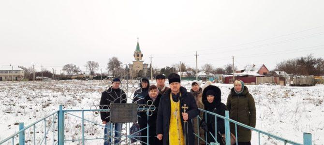 Отслужена панихида на могиле убиенного свящ. Владимира Веселицкого