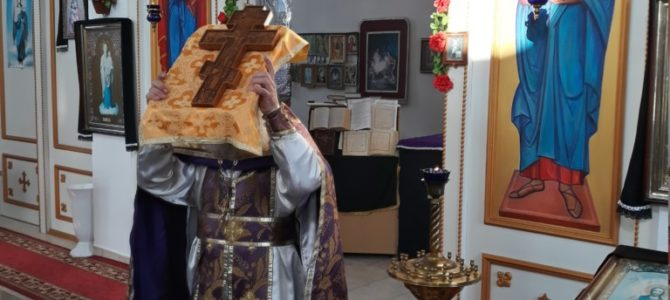Чин выноса Святого Креста совершен в храме сщмч. Порфирия и новомучч. Крымских