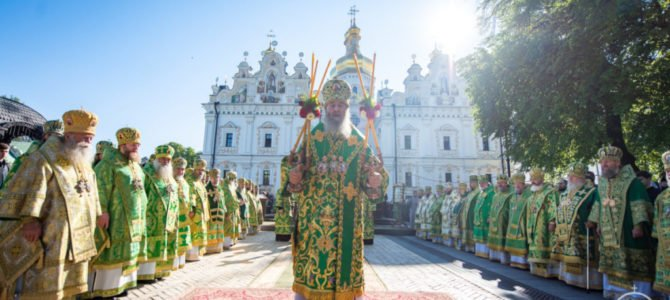 Предстоятель возглавил праздничное богослужение по случаю дня памяти преподобного Феодосия Печерского и жен-мироносиц