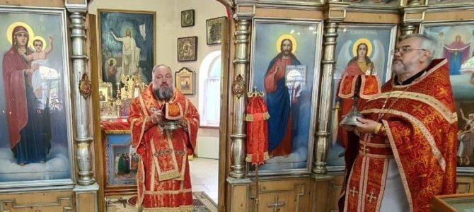 Божественная литургия в день Преполовения Пятидесятницы