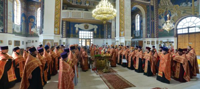 Пасхальное вечернее богослужение в Покровском кафедральном соборе г. Джанкоя