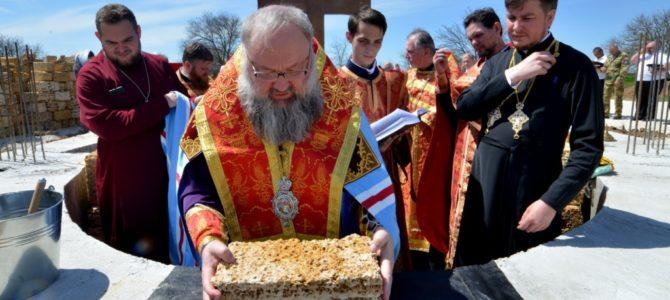 Правящий архиерей совершил чин на основание храма Архистатига Божия Михаила