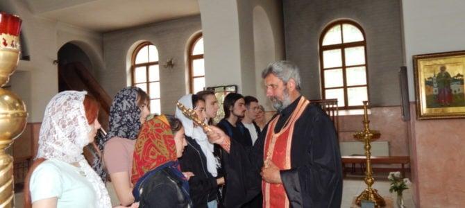 Благочинный благословил выпускников перед выпускными экзаменами