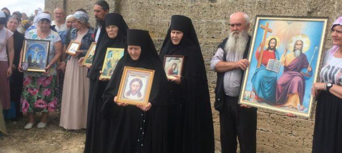 Престольный праздник восстанавливаемого храма в честь Святаго Духа села Привольного