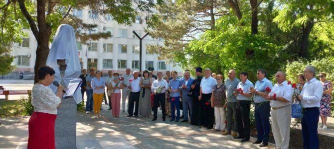 Торжественно открыта памятная Аллея воинам-защитникам в п. Красногвардейском