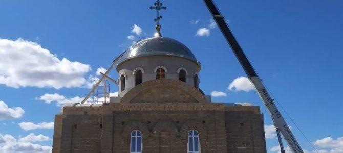 В Раздольненском благочинии освящен накупольный крест для Свято-Духовского храма